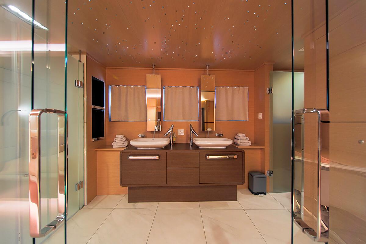 Aixaia - bathroom