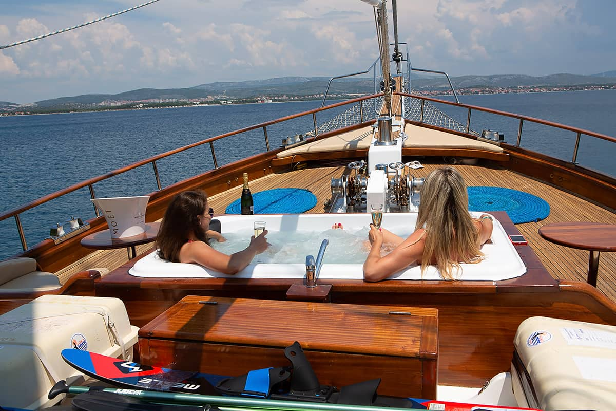 Dolce Vita - deck with jacuzzi