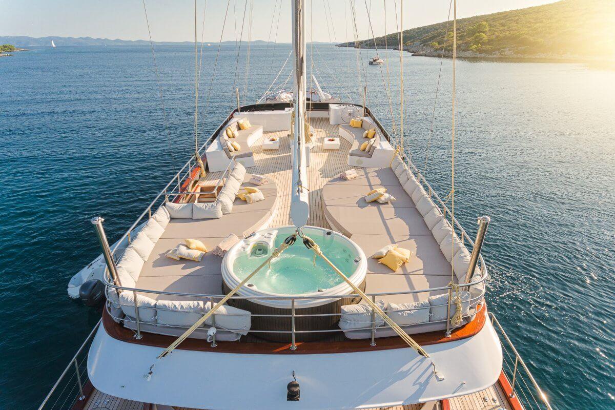 Lady Gita - deck with jacuzzi
