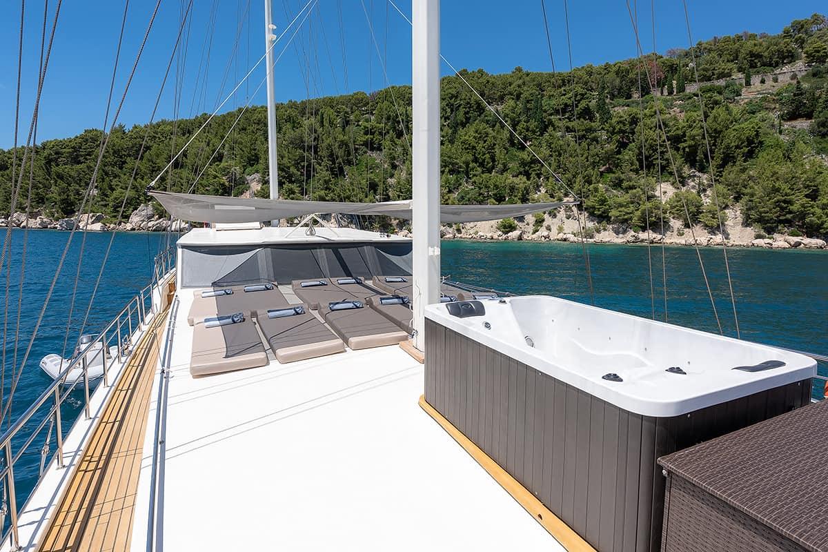 Nautilus - Jacuzzi on Deck