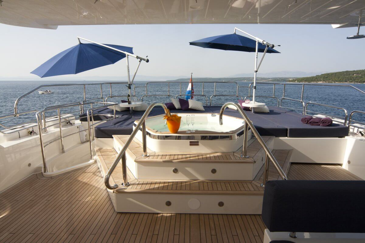 MY Cassiopea - flybridge with jacuzzi