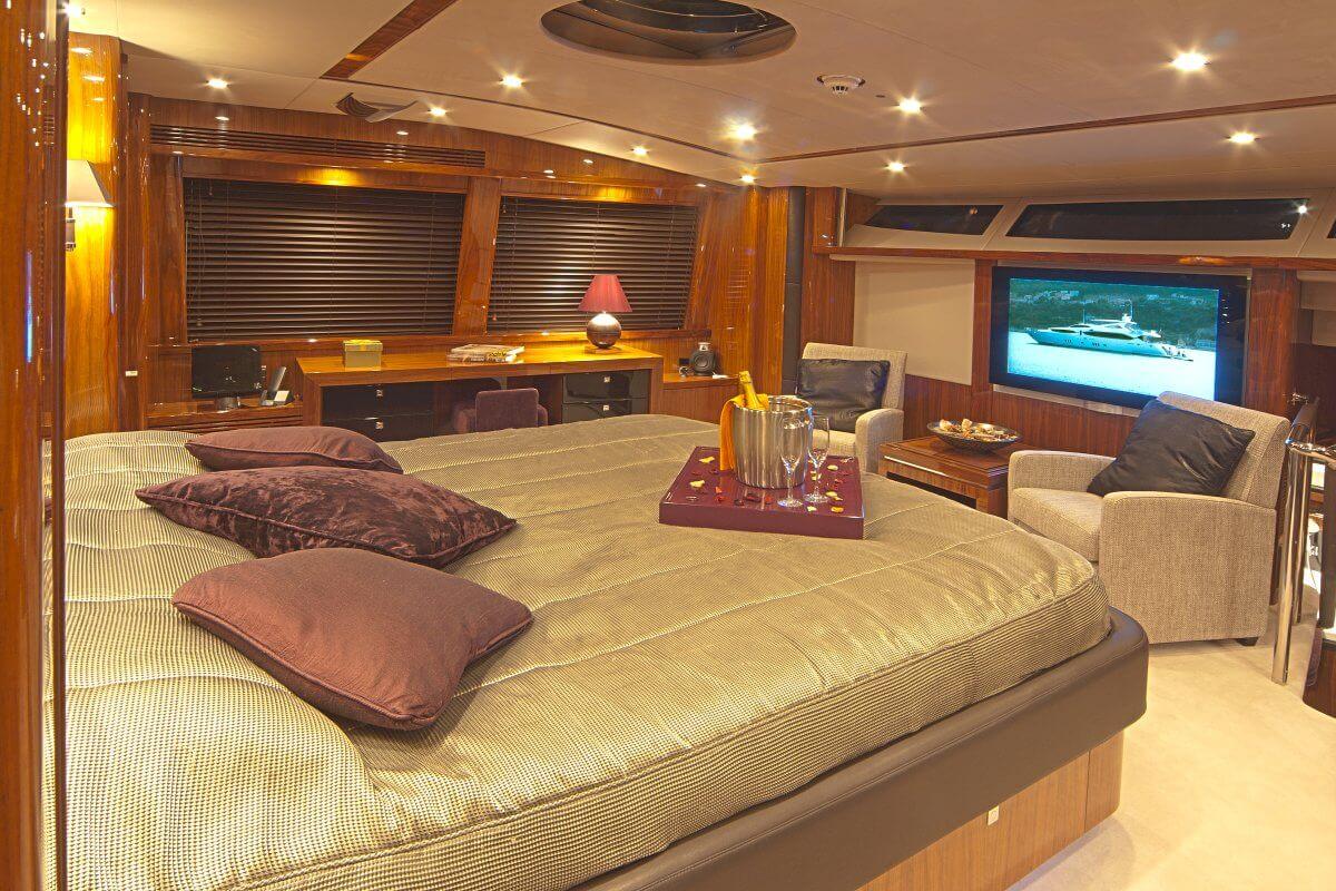MY Cassiopea - Master cabin