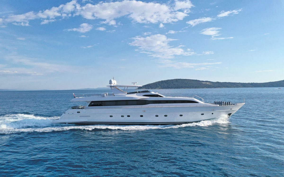 Yacht charter in Croatia - Princess Lona