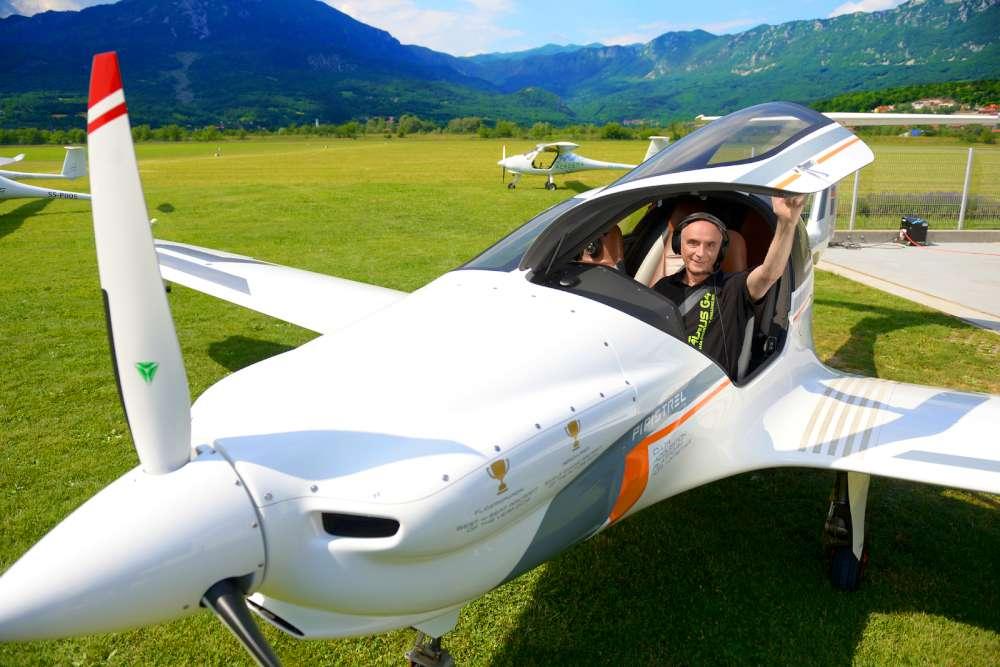 Ivo Boscarol, plane, photo - www.slovenia.info, Nea Culpa, Mankica Kranjec